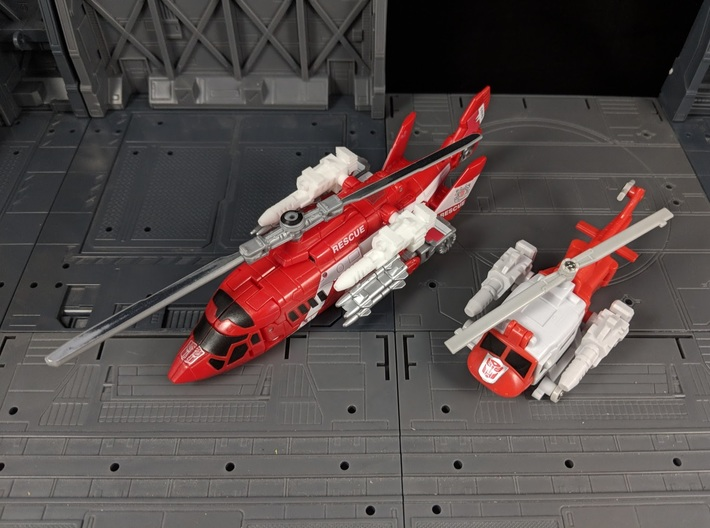 TF Combiner Wars Blades Helicopter Cannons 3d printed Compared to the G1