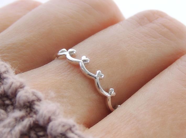 Scalloped Heart Edge Ring (Multiple Sizes) 3d printed Scalloped Heart Edge Ring in Polished Silver