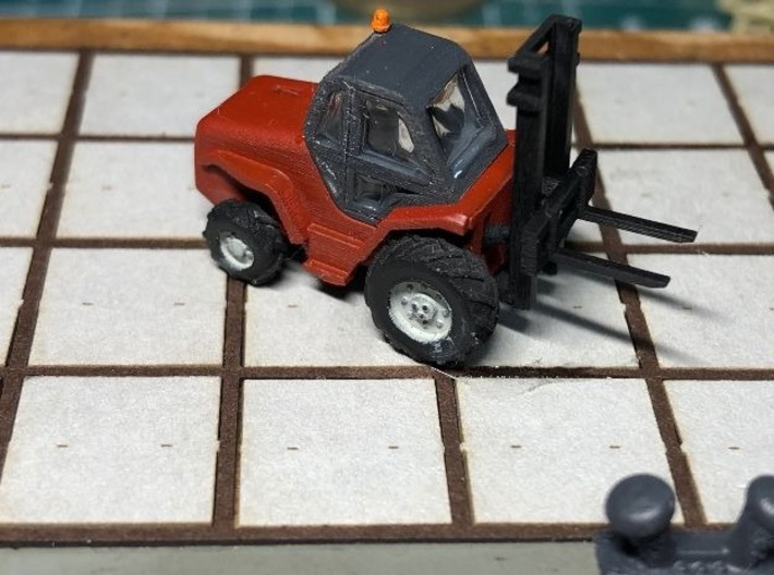 N Scale 5t Manitou Forklift 3d printed painted model on the first test on the quayside