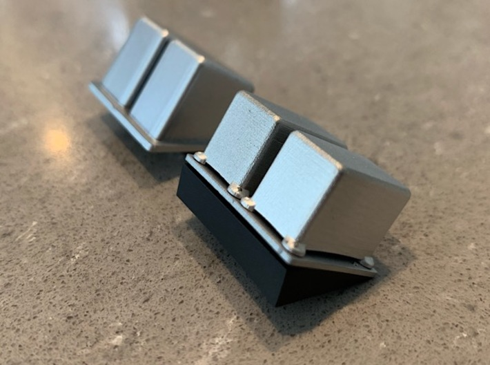 1:8 BTTF DeLorean Zero Cans Pontoon 3d printed Comparison with the stock part