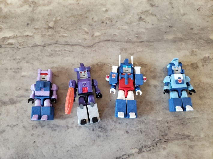 Heads for Trainbot Kreons (Set 2 of 2) 3d printed Example of how armor goes on