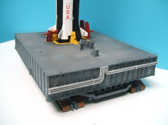 1/400 NASA LUT Crane (Launch Umbilical Tower) 3d printed A customers model with Cando Saturn V.