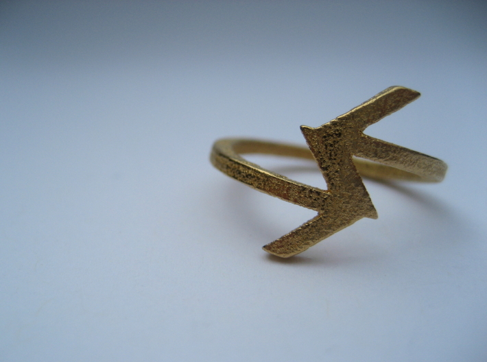 Arrow Ring (Size 7) 3d printed Polished Gold Steel