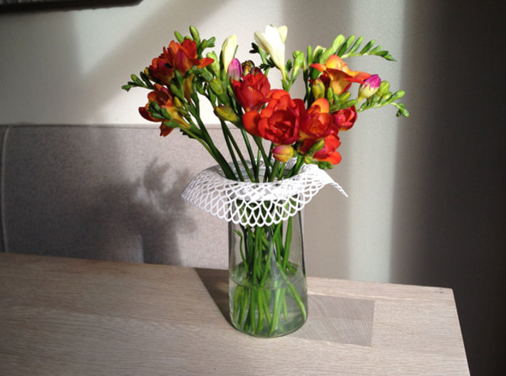 Collar Vase Dutch Lace for jar size:82 (6 leads) 3d printed Collar Vase on jar with flowers