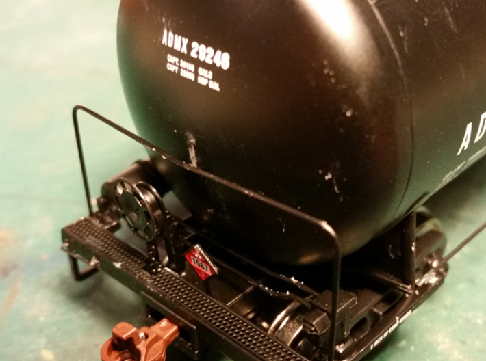 HO Scale Tank Car Shield for 2 Cars 3d printed Trim center handrail mount off.
