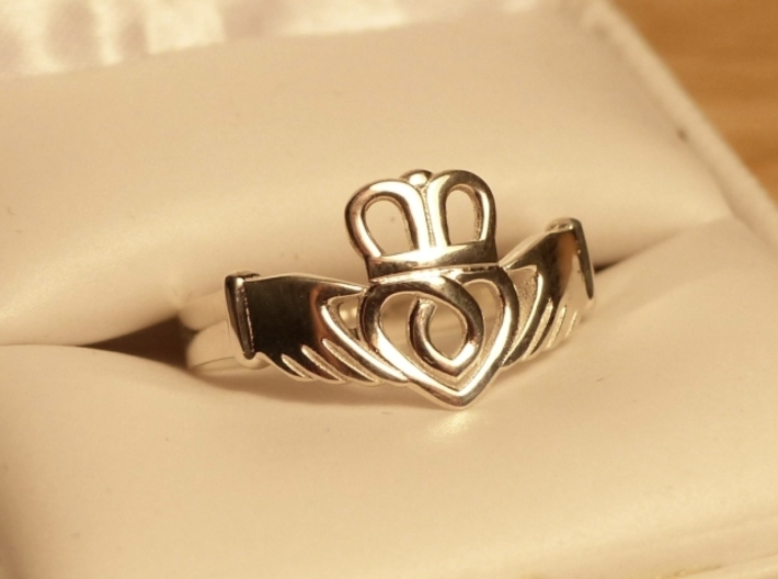 Traditional Claddagh Ring 3d printed Size 7.5