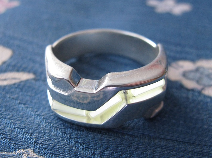 US12.5 Ring XXI: Tritium (Silver) 3d printed In this picture the phosphorus coating on the tritium vial is being energised by