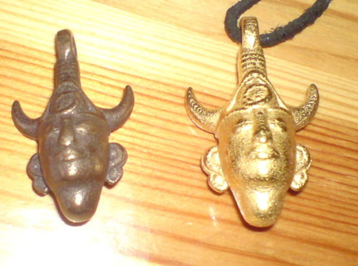 SUPERNATURAL Dean's Amulet REPLICA 3d printed comparison between bronze (my old 3.5version) and gold color (sry for crappy cam pics)