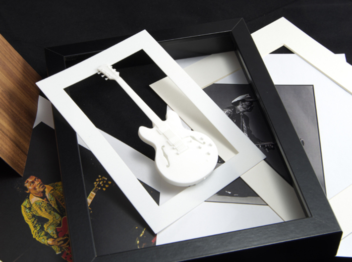 Gibson ES 335 guitar for photo frame 3d printed Frames and background pictures are not included!!Fits in a standard picture frame 13x18 cm