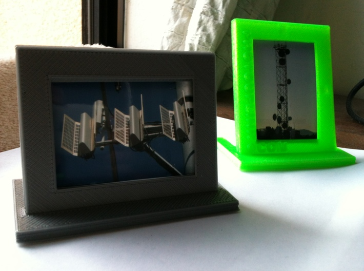 PhotoUpLink Wallet Size Picture Frame  3d printed