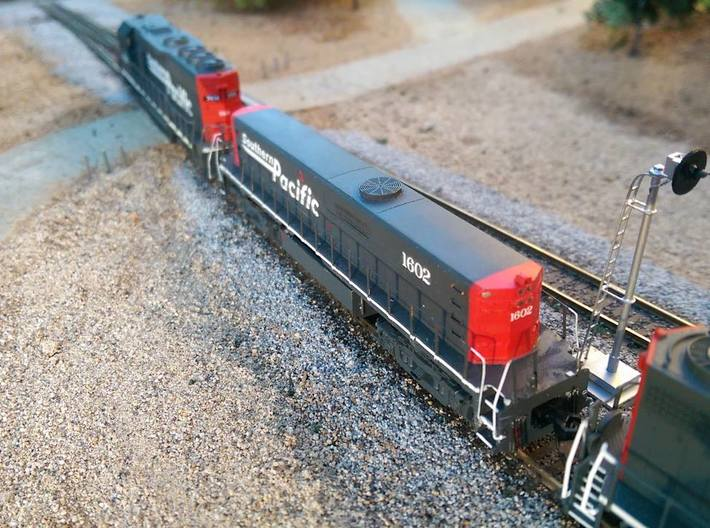 SP M-K TEBU Shell - N 3d printed TEBU 1602 is assisting a mother GP40-2 with a heavy lumber train through Azalea MP 334, located between the towns of Mt. Shasta and Dusmuir, CA. Image by Ryan Wilkerson.